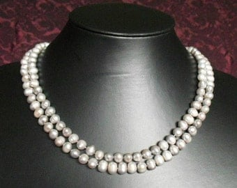 Pearl Necklace in timeless gray