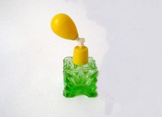 SALE 20% OFF // Vintage Perfume Spray Lemon Lime Green Glass