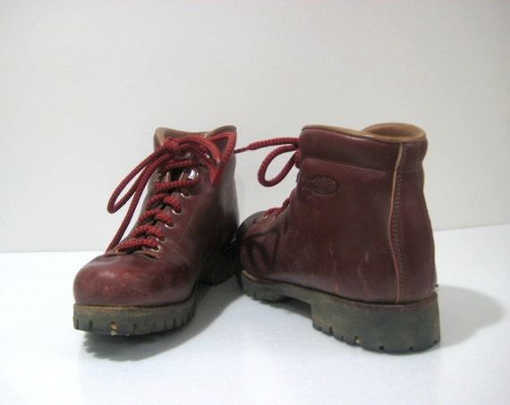 vintage hiking boot vasque womens size 8 5 excellent by yourfind. Black Bedroom Furniture Sets. Home Design Ideas
