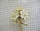 Vintage Stick Pin Gold and White Daisies
