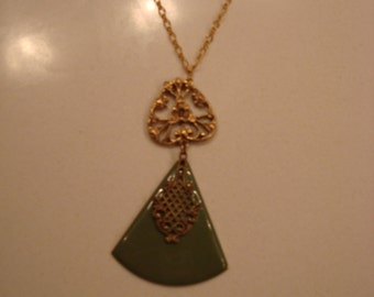 Triangle medallion with pearls