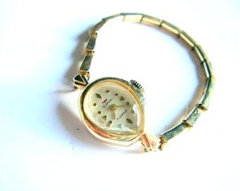 WALTHAM Vintage Beautiful Womens Wrist Watch Runs Great 14K Solid Gold Case teardrop case
