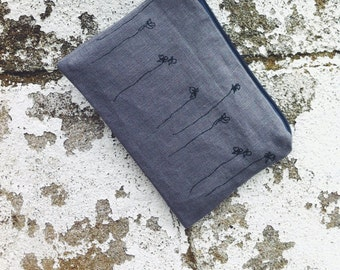 Linen pouch with little flower print