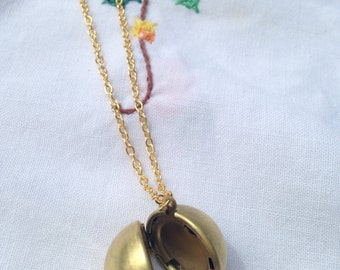 Lucy Locket necklace