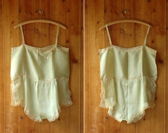 vintage 1920s lingerie / 20s green silk and lace step-in chemise / size medium large