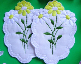 White/Yellow Daisy/Fern Quilted Applique set of 2