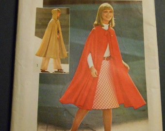 Simplicity 6839. Jiffy Cape, Misses, One Size