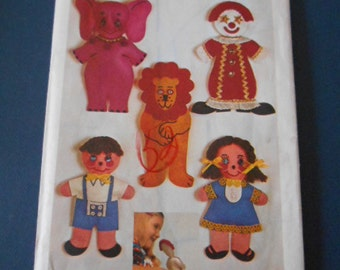 Simplicity 9739, Transfer pattern and Finger Puppets
