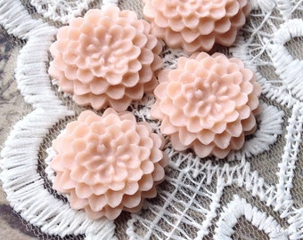 21 mm Resin Dahlia Flower Cabochon of Tan Brown Colour (.na)(ZZP)