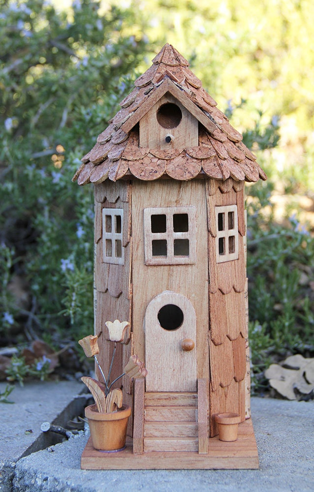 Tower wine cork birdhouse for How to build a birdhouse out of wine corks
