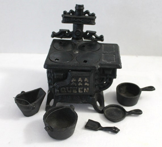 Miniature 11 Piece Cast Iron Stove Queen Dollhouse Toy Collectors Item