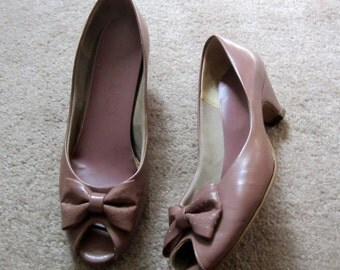 Womens Tan Open Toe Pumps Shoes with Bow size 6 M Vintage 1960s