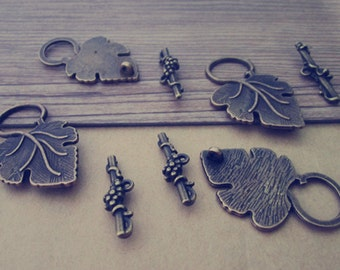 10 set  antique bronze leaves Dotted Toggle Clasps