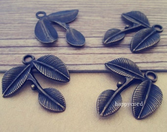 10pcs  Antique bronze Three leaves pendant Charms 23mmx23mm