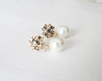 Victorian pearl earrings- Romantic glass pearls earrings- vintage look