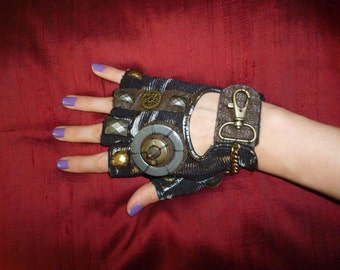 "Women's ""MAD MAX""- Moonhoar Monster Glove- Steampunk, Road Warrior, Burning Man, Dragon Con, Pirate, Punk"