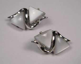 Modern 60s White Thermoset Earrings, Double Triangles