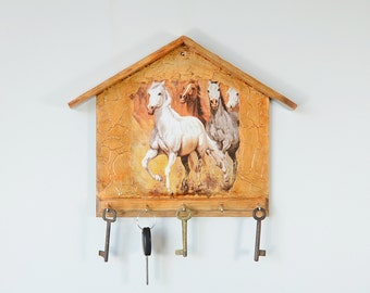 Wall Key Rack, House wood key holder, key hook holder, Wall Key holder, key organizer, Horses, rustic, country style
