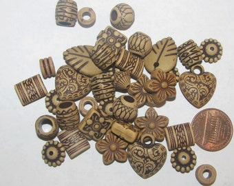 30 Assorted Beautiful Acrylic Beads (084)