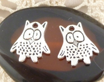 Surprised Hoot Owl Charms, Two-sided Antiqued Silver (6) - S114