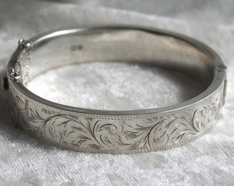 FREE SHIPPING English Silver Engraved Hinged Engraved Bangle Bracelet 1951 Chester Hallmarked
