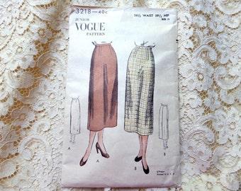 Vintage Vogue Skirt Pattern 3218 Size 13