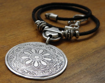 CO147 - Metal and leather necklace