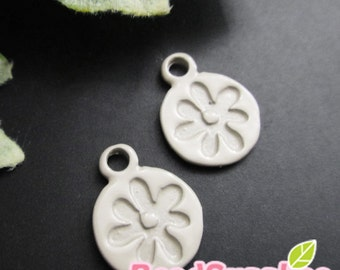 CH-ME-01729 -  Nickel Free, color enameled,Tag with daisy embossment charms, off white, 6 pcs