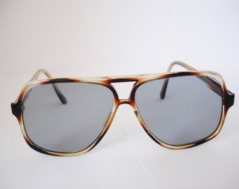 Fabulous Vintage Sunglasses - See our huge collection of vintage eyewear