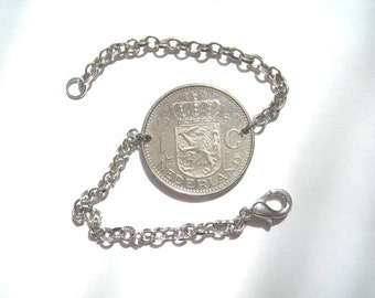 Pretty bracelet silver with in its centre a NEDERLAND 1980 coin.