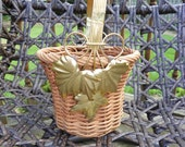 Decorative wicker basket with a Leaf motif