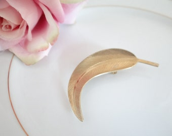 Vintage Gold Tone Leaf  Brooch Pin - Classy and Elegant