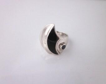 Vintage Sterling Silver Black Oynx Engraved Ring Size 6.5