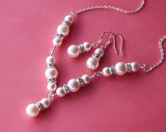 Delicate pearl set, Bridesmaids gift - Pearl Jewelry set with Necklace and Earrings