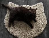 Fluffy cafe latte carpet - cat head shape