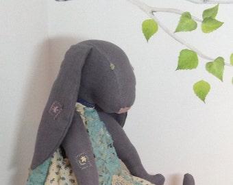 Loubie Lou Hare, linen Hare
