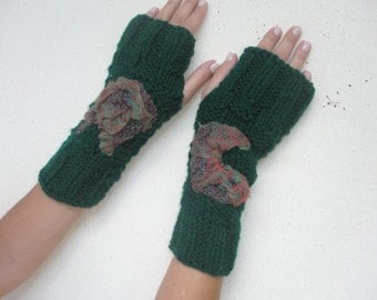 Green fingerless embroidered gloves