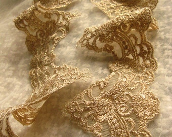 gold scalloped lace trim