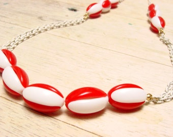 Crown Trifari Red and White Plastic Bead Necklace with White Enamel Chain (vintage retro 50s 60s long bright christmas holiday gift)