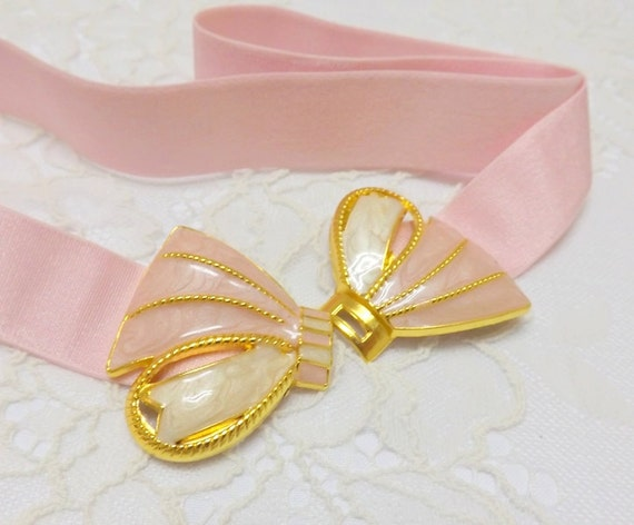 Light Pink Elastic Waist Belt. Pink and Gold Bow Buckle. Bridal/ Bridesmaid vintage style bow belt.