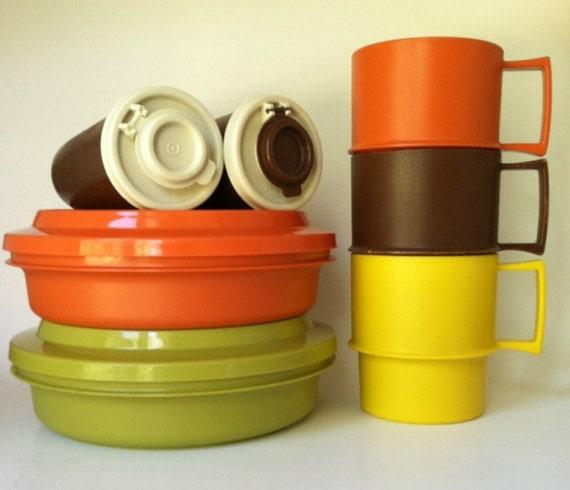 Vintage tupperware mixed 9 piece set cups bowls salt and for Vintage tupperware salt and pepper shakers