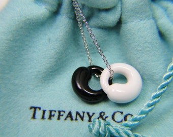 Tiffany & Co Peretti White Chalcedony Black Jade Eternal Circle Sterling Necklace MINT