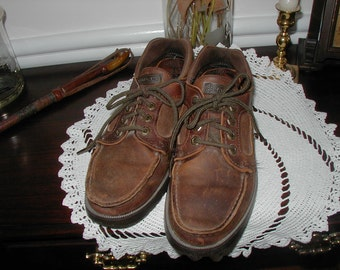 Mens Eastland top siders vintage stlye size 9 D distressed leather in very good condition.