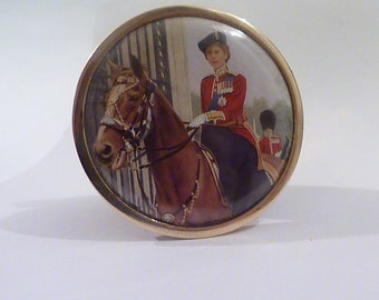 HRH Queen Elizabeth II Trooping the Colour 1950s powder compact royal souvenir compact mirrors Royal heritage compacts gifts