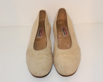 1. Vintage Women's Canvas Flats