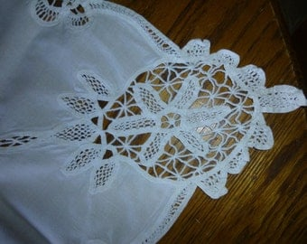 Handmade Battenburg Lace Tablecloth 30in sq