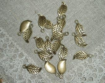 20 Pieces Antique Bronze Leaf Charms Pendants 17 x7 mm