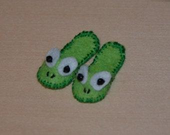 Miniature KIT for 1/12 dollhouse frog slippers, DIY. Frog Slippers Kit
