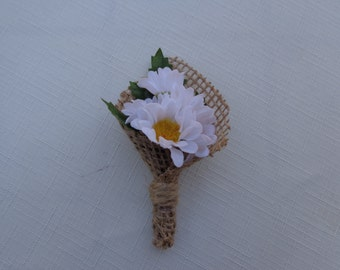 Boutonniere in daises wrapped in burlap