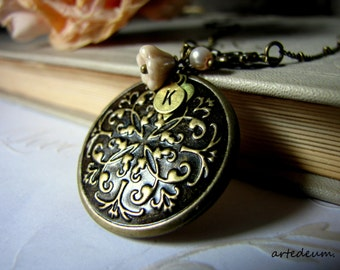 Round Locket Necklace Personalized Antique Locket Round Romantic Vintage locket Custom Initials Carved Locket Photo Gift for her